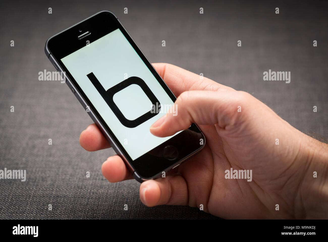 En un iPhone app Boohoo Imagen De Stock