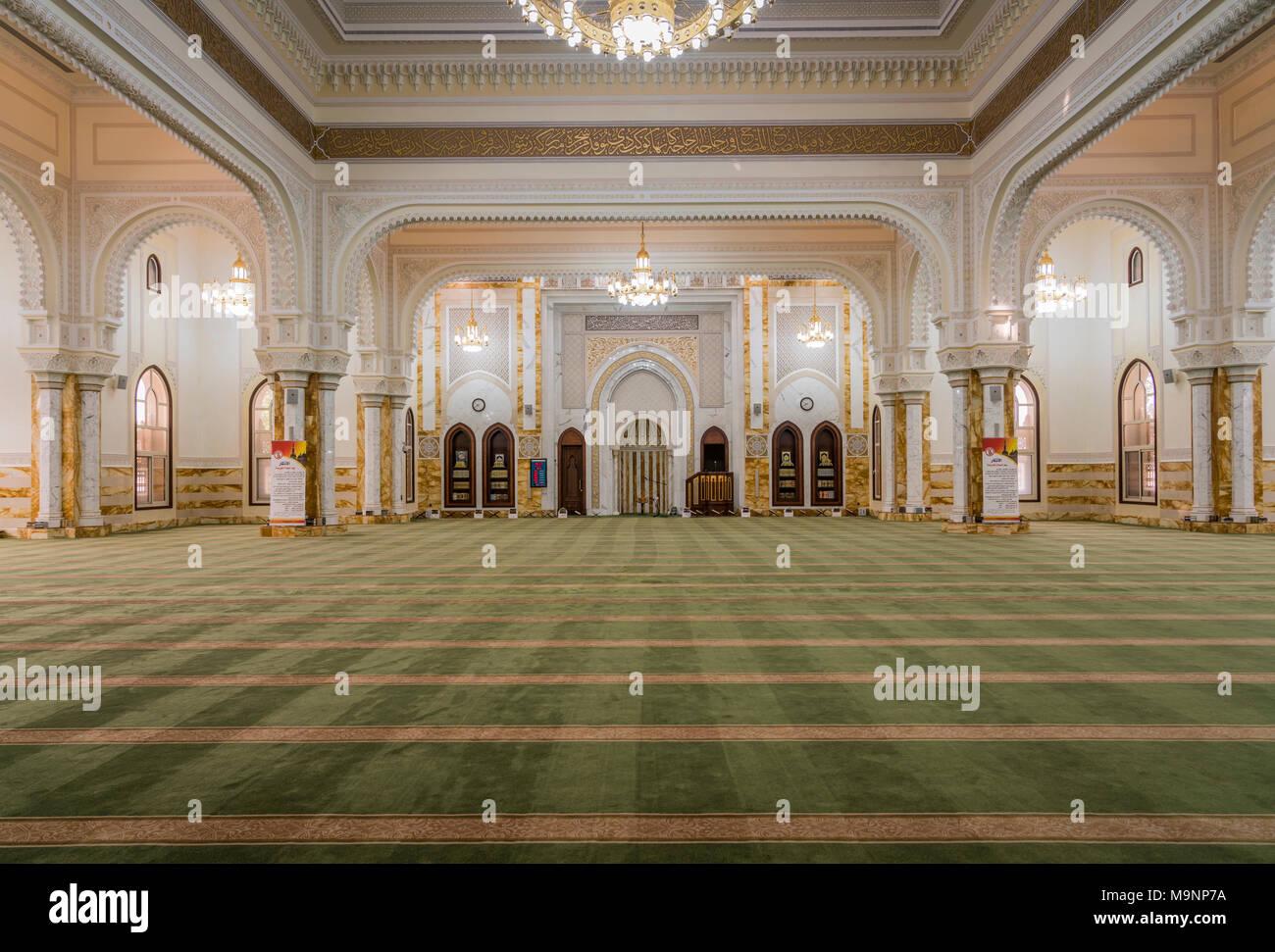 El interior de la mezquita de Al Manara en Dubai, EAU, del Oriente Medio. Foto de stock