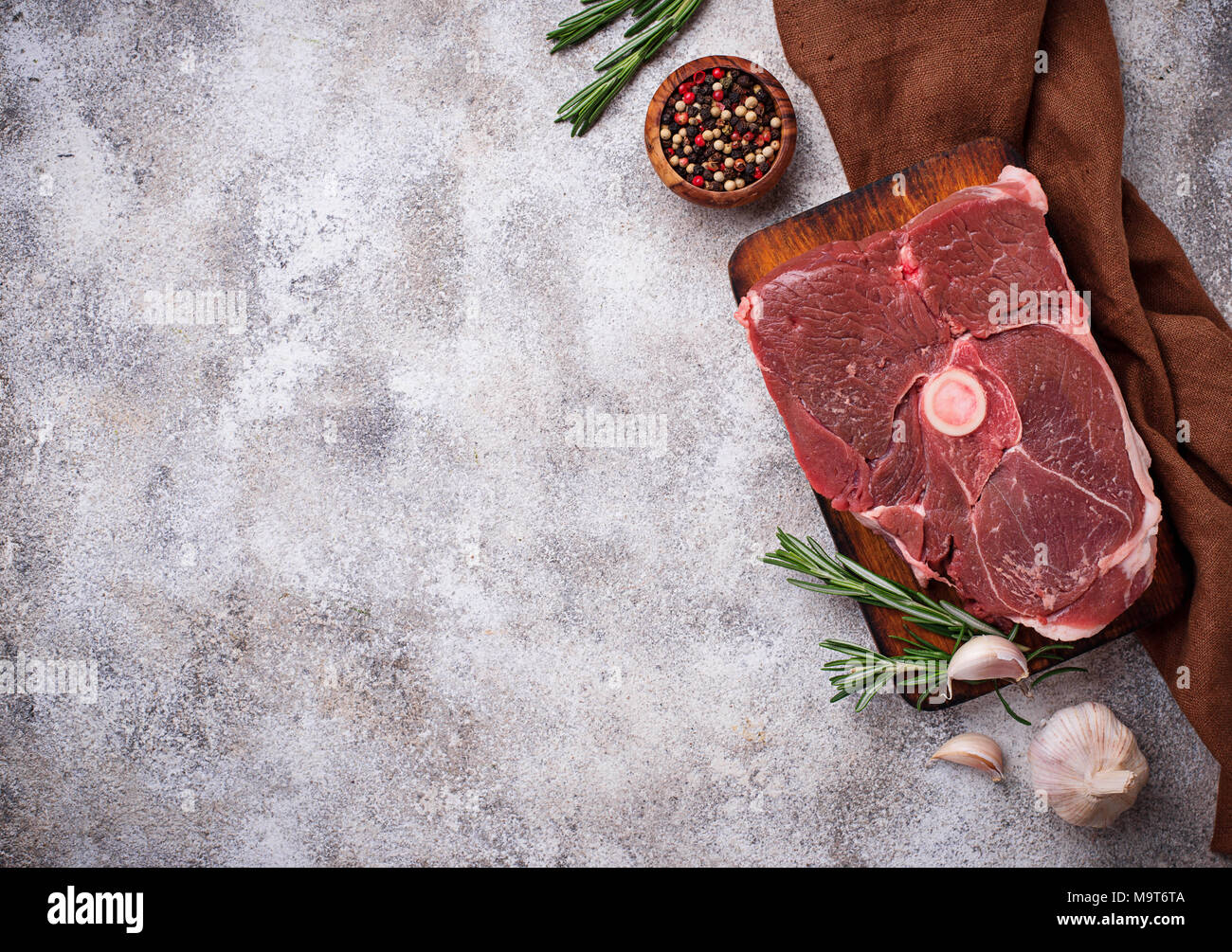 La carne de cordero con romero y especias Imagen De Stock