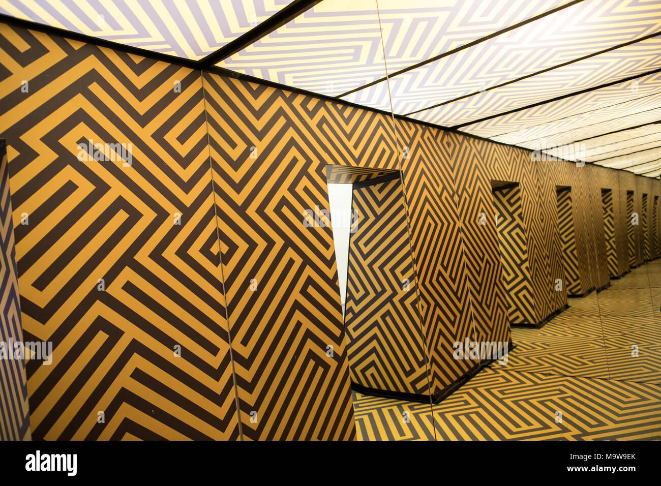 Interiores en el Museo de ilusiones Ljubljana Eslovenia Imagen De Stock