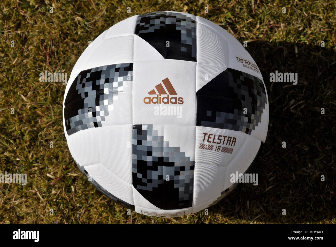 Adidas World Cup Football 2018 Imágenes De Stock   Adidas World Cup ... 6fe5b1238d9ba