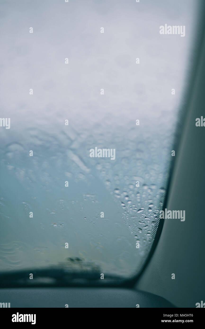 El agua de lluvia para ventana de coche Imagen De Stock