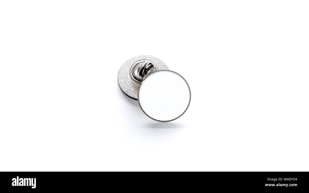 Redondo blanco insignia de solapa de plata boceto pila 3D rendering ...