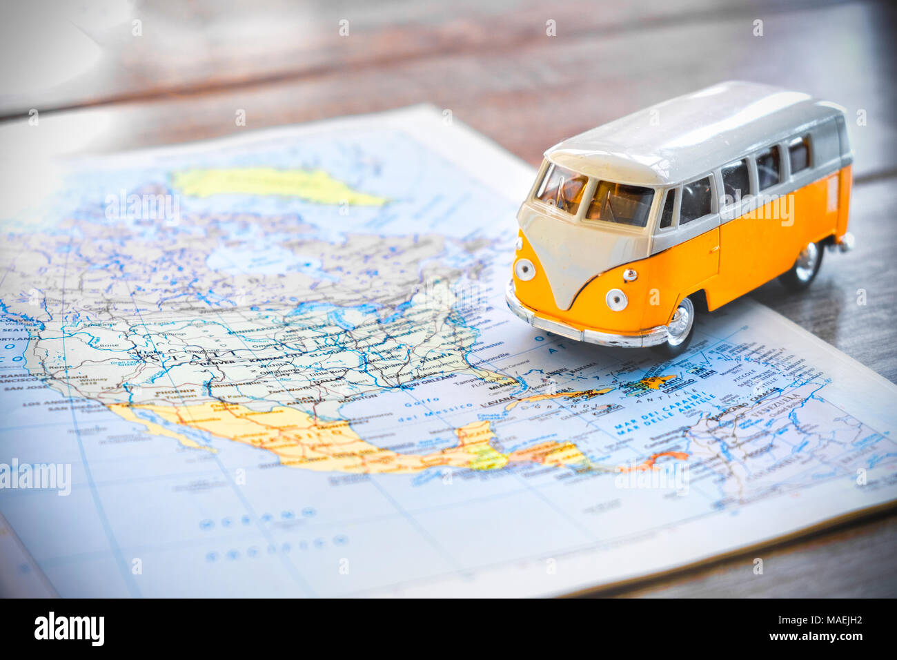 Ee.Uu. en la planificación de viajes por carretera con furgoneta hippie Imagen De Stock