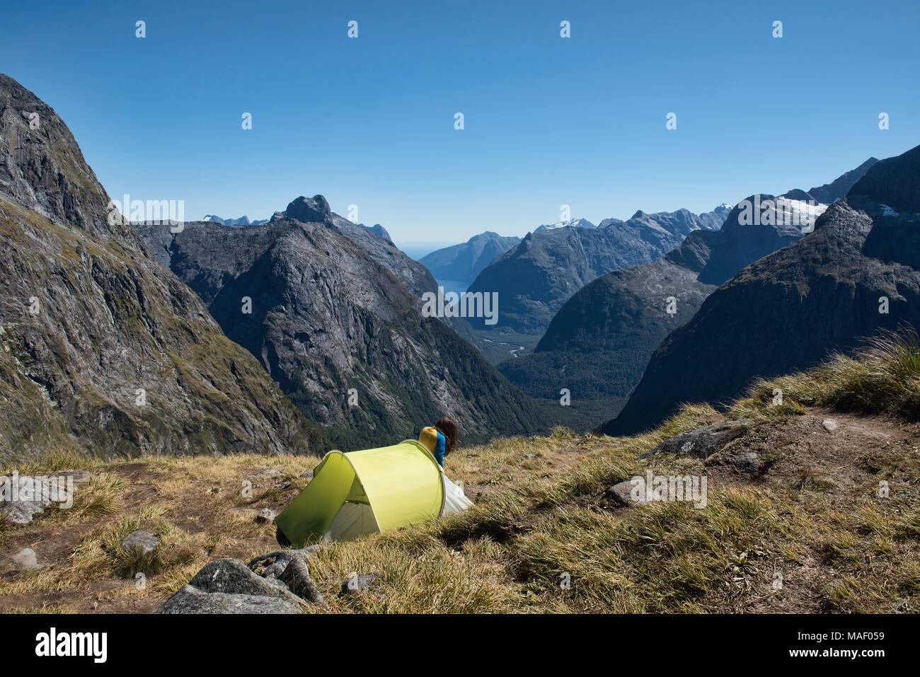 Magnífico camping sobre el sillín, Gertrudis Fjordland, Nueva Zelanda Imagen De Stock