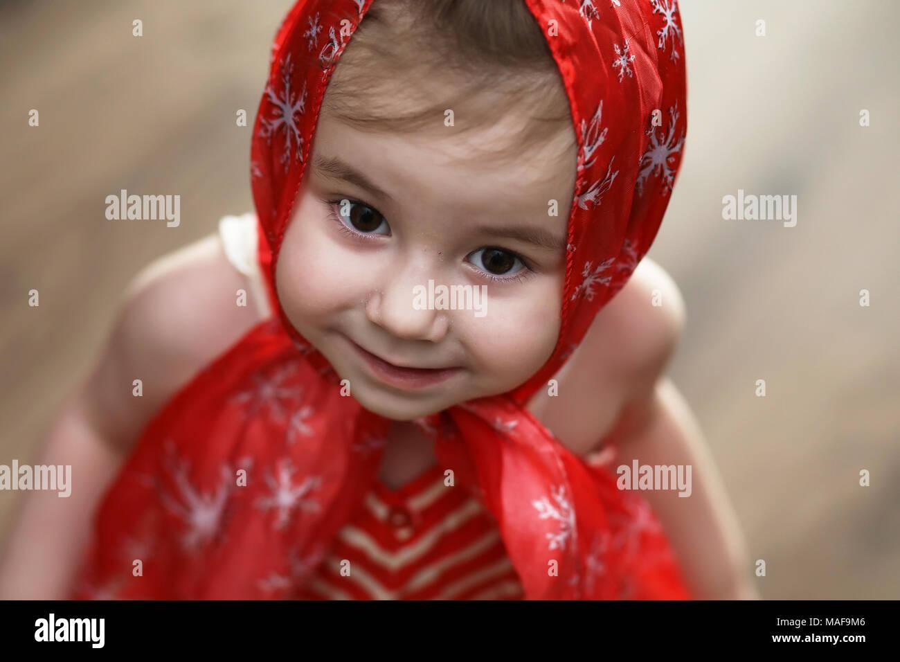 Niña Vestidos Rojos Bailando Con Pañuelo Foto Imagen De