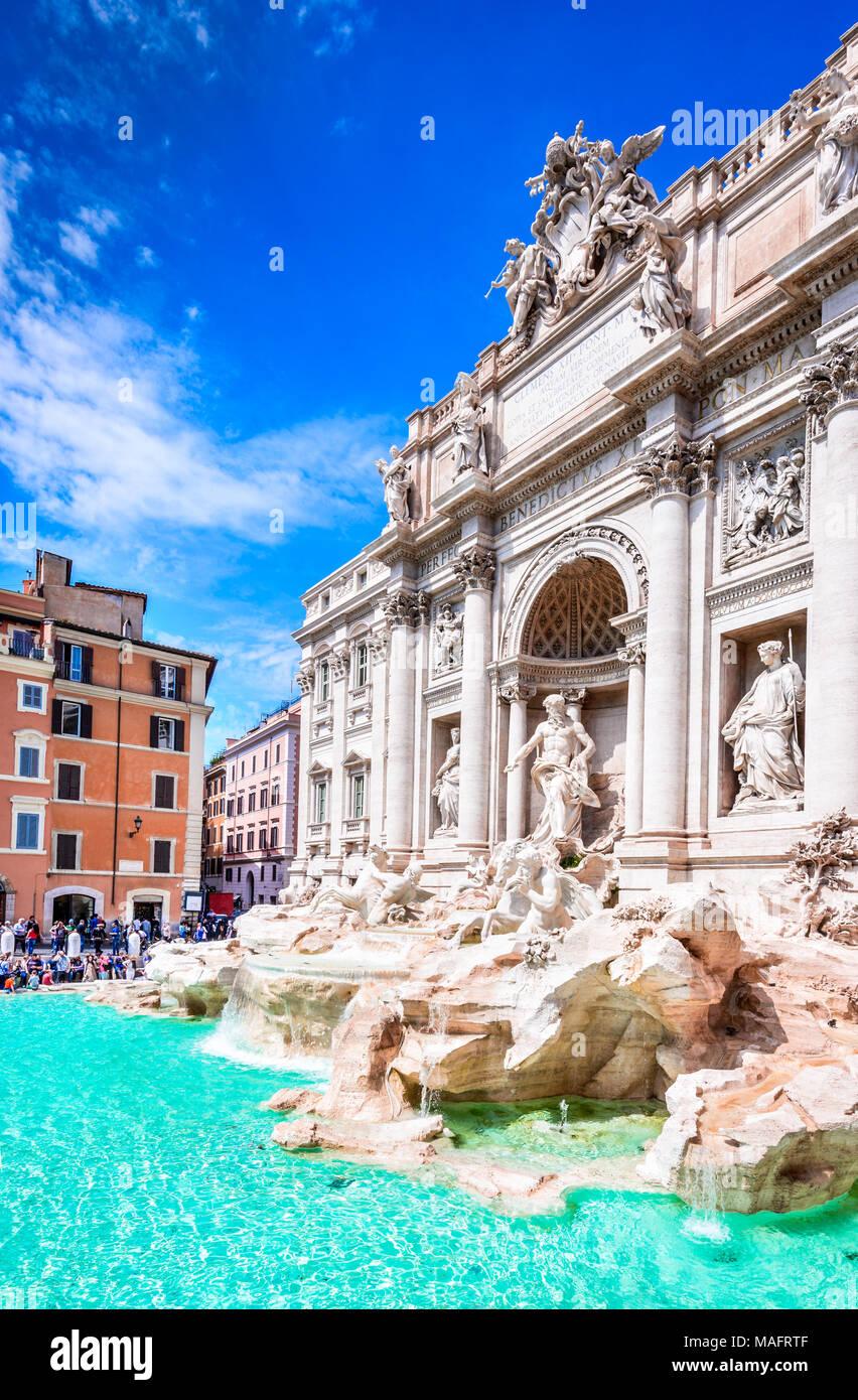Roma, Italia. La famosa Fontana di Trevi y el Palazzo Poli (Italiano: Fontana di Trevi) en la ciudad italiana de Roma. Imagen De Stock
