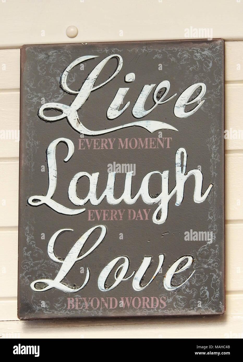 Vivir cada momento reír cada día el amor más allá de las palabras signo Imagen De Stock