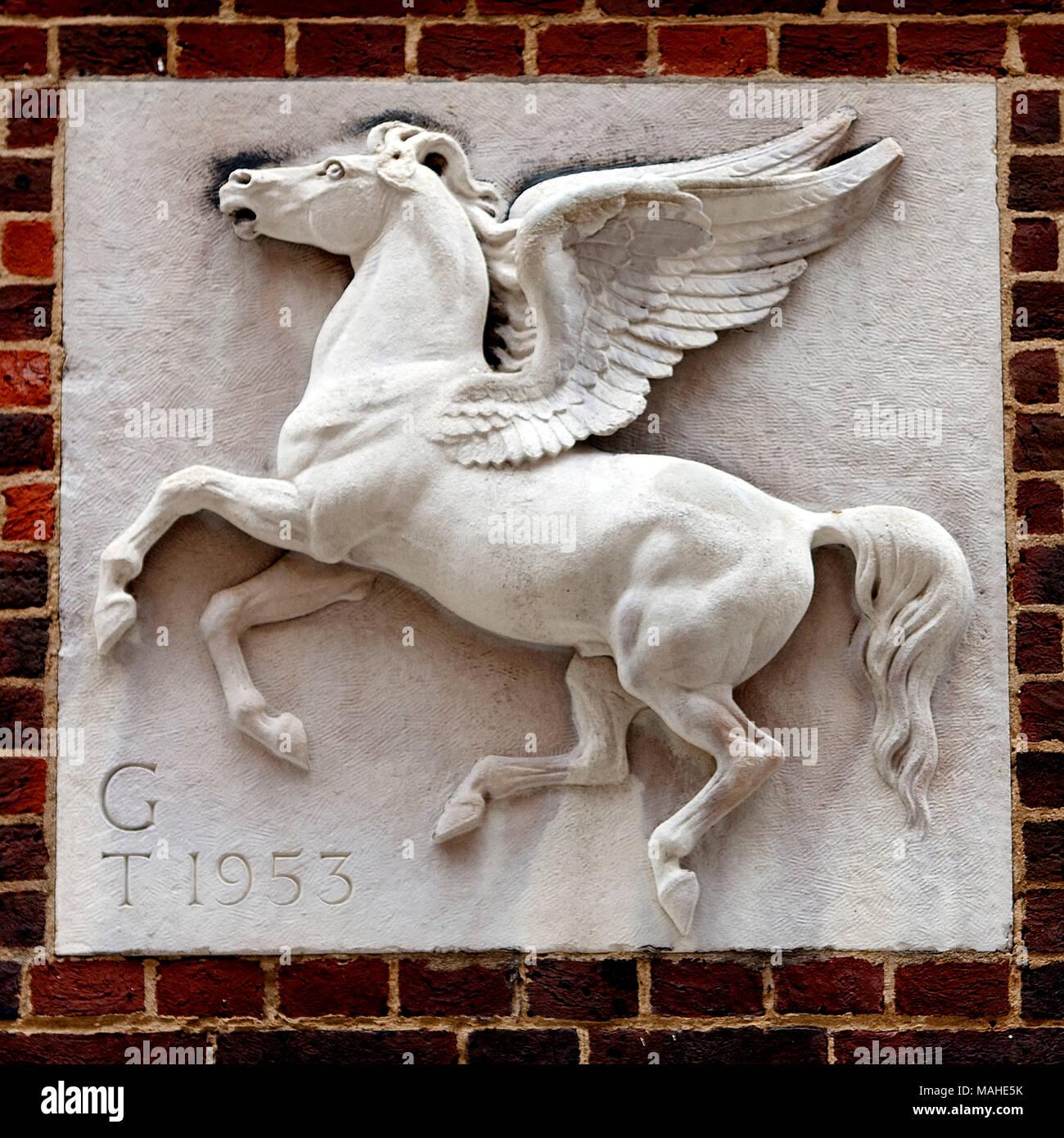Pegasus por J.Daymond & Sons la Honorable Sociedad de templo interior es uno de los cuatro Inns of Court alrededor de las Cortes Reales de justicia en Londres cuyo Imagen De Stock