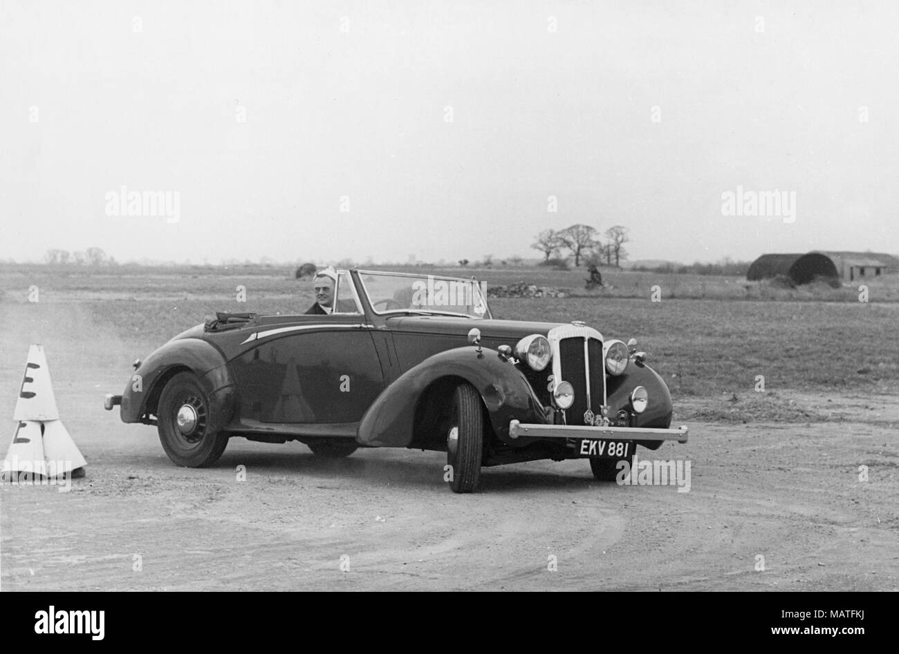 1939 Daimler DB18 Drophead Coupe 2.5 litros prototipo. Southend Rally, Thames Estuary Automobile Club 23 de marzo de 1956 Imagen De Stock