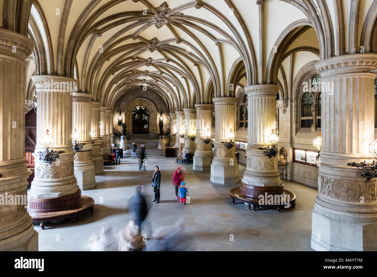 Hamburgo, Alemania. En el interior, el vestíbulo del Ayuntamiento de Hamburgo (Hamburger Rathaus), sede del gobierno local de la Ciudad Libre y Hanseática de Hamburgo Foto de stock