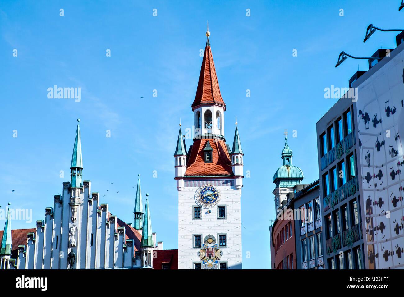 Antiguo Ayuntamiento en Marienplatz en Munich (Plaza de María) Imagen De Stock