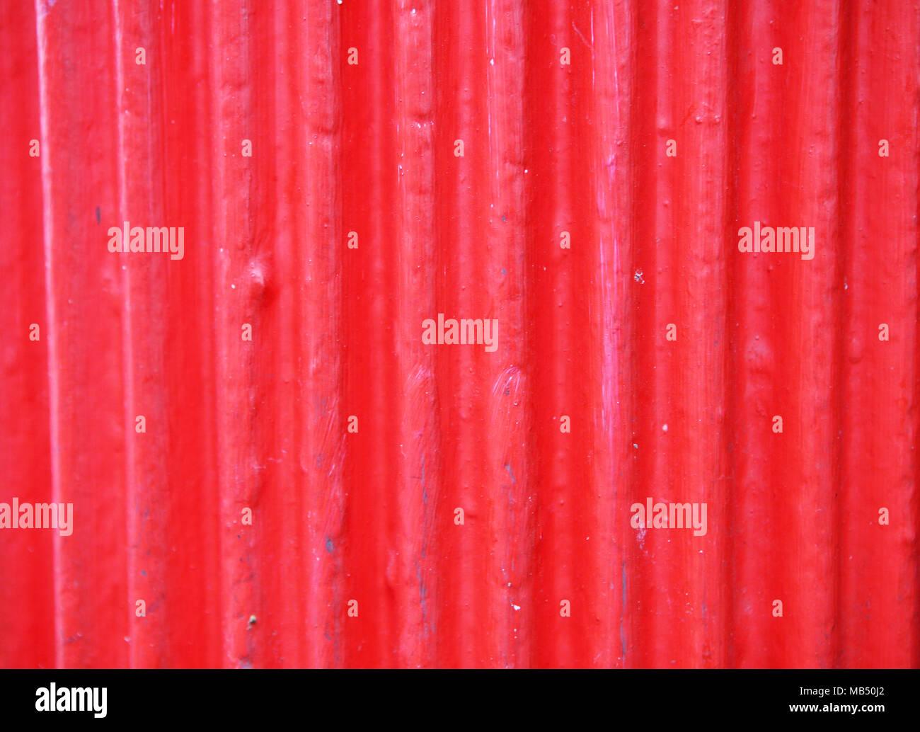Hoja de aluminio corrugado rojo Imagen De Stock