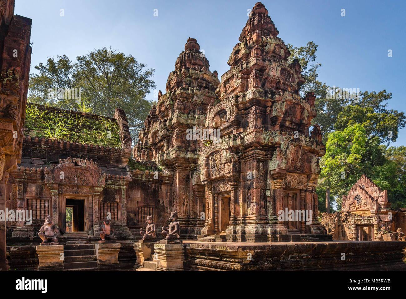 """Banteay Srei, conocida como la """"dama"""", templo data del año 967 EC, y está dedicado al dios hindú Shiva, en Siem Reap (Camboya). Imagen De Stock"""