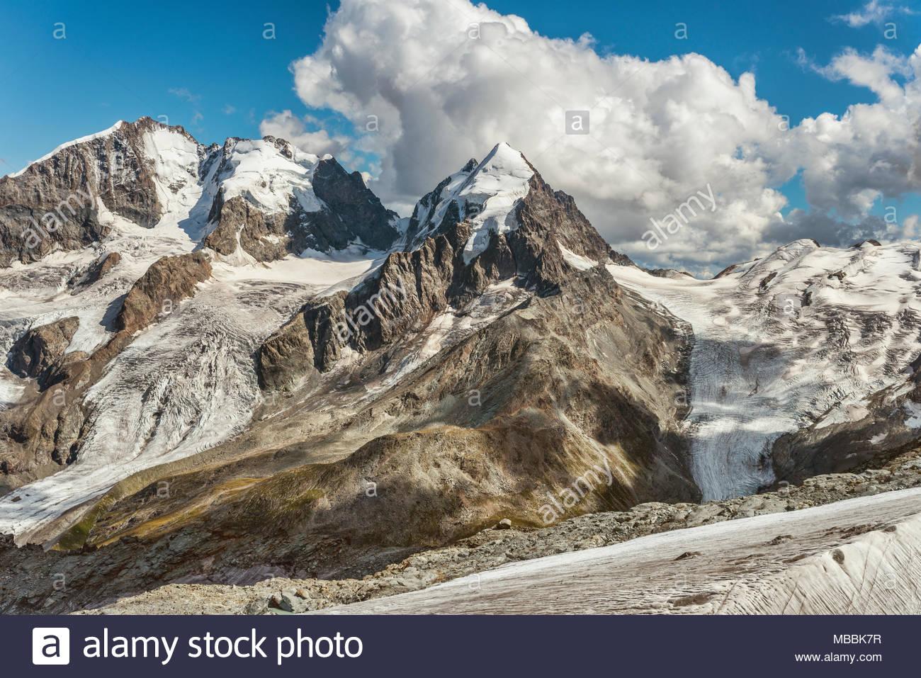 Bernina Gama, Piz Roseg, Sellagletscher und Piz Bernina visto desde Piz Corvatsch estación de montaña, Grisones, Suiza. Imagen De Stock