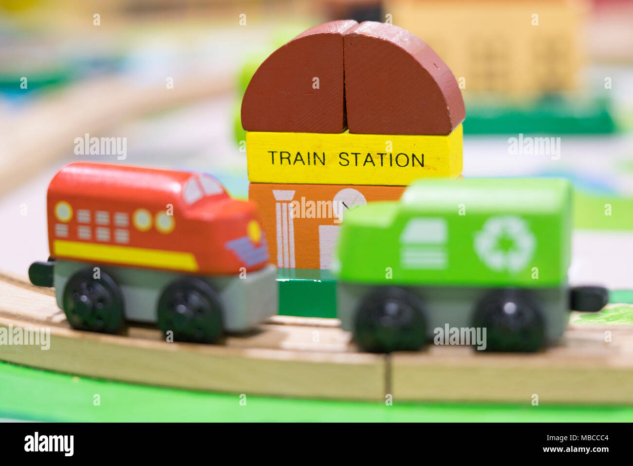 Estación Tren Telón Trenes De El Juguete En Con Madera P8kwon0x Dos kiZuOXTP