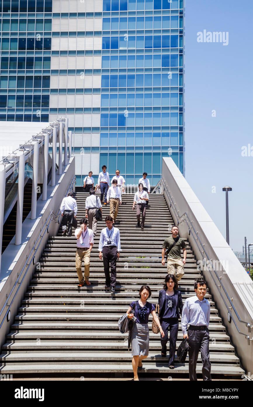 Japón, Tokio, Asia, Oriente, Akihabara, edificios de oficinas, horizonte urbano urbano, escaleras escaleras escaleras escalera, trabajadores, asiáticos etnias étnicas inmigrantes Foto de stock