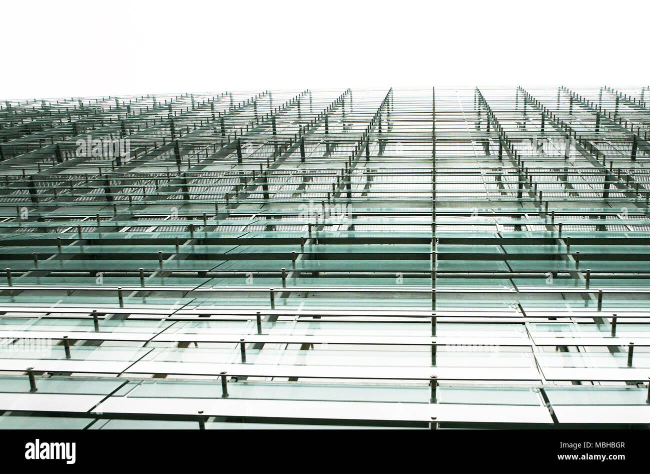 Construcción de la fachada de vidrio y acero Imagen De Stock