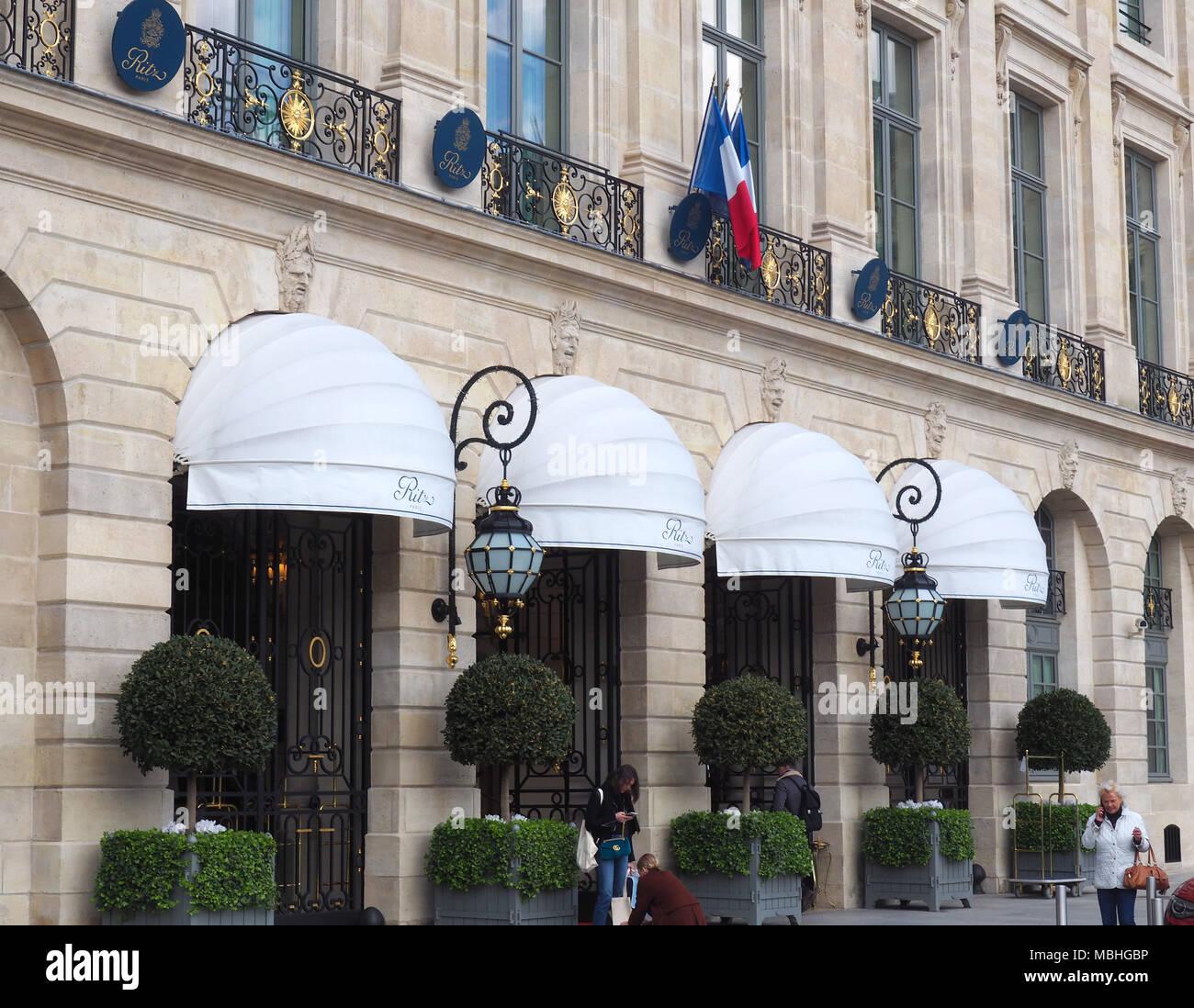 10 De Abril De 2018 Francia Paris Vista De La Entrada Del Hotel