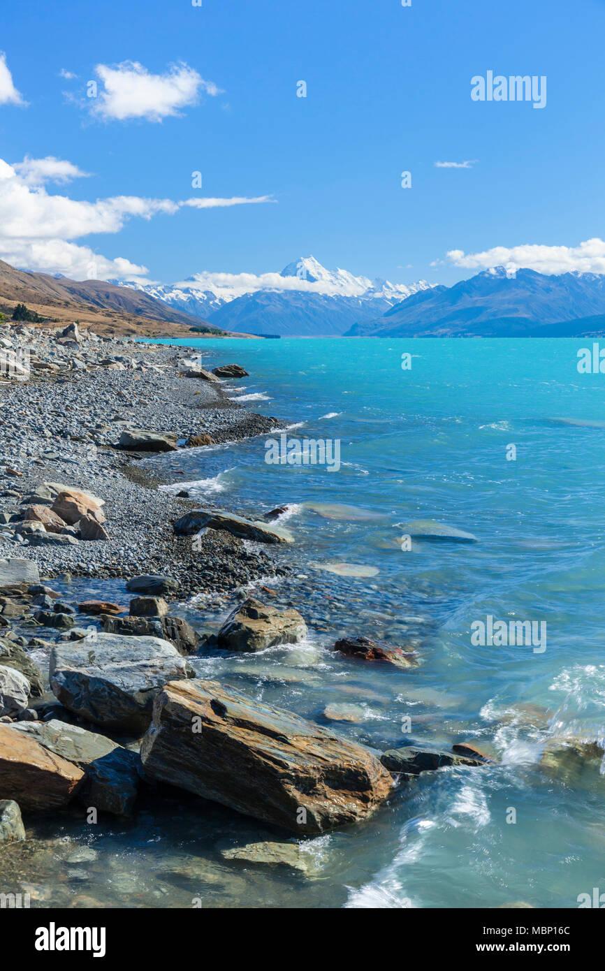 Nueva Zelanda, Isla del Sur, Nueva Zelanda el parque nacional de Monte Cook Lake Shore de Nueva Zelanda lago Pukaki glacial hacia el Monte Cook distrito mackenzie nz Foto de stock