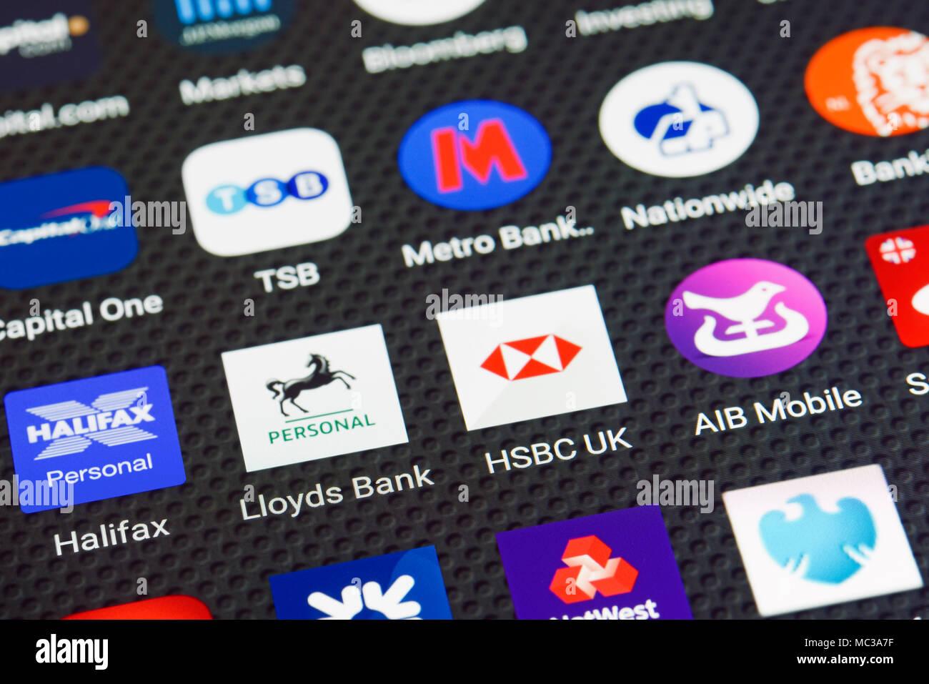 Iconos de aplicación bancaria en un smartphone Imagen De Stock