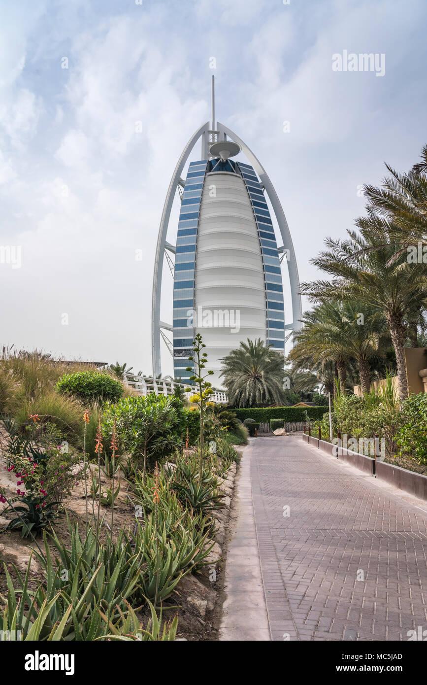El Burj Al Arab de Jumeirah Beach en Dubai, EAU, del Oriente Medio. Imagen De Stock