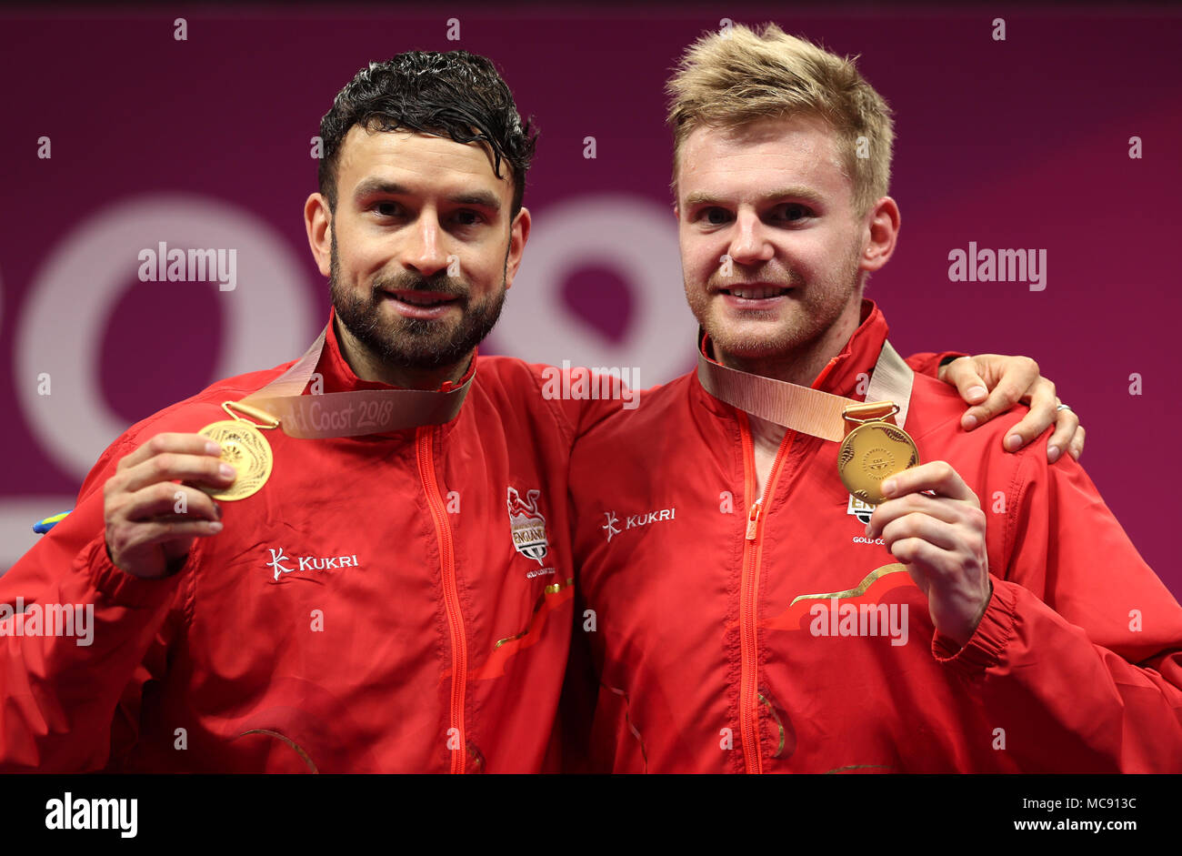 9f307c470afc Inglaterra Marcus Ellis (izquierda) y Chris Langridge celebrar con sus medallas  de oro en la mens ...