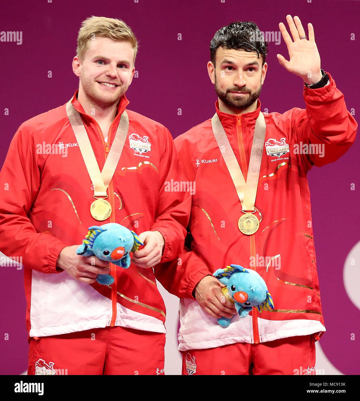 be0781db06cd Inglaterra Marcus Ellis y Chris Langridge celebrar con su medalla de oro en  la mens bádminton ...