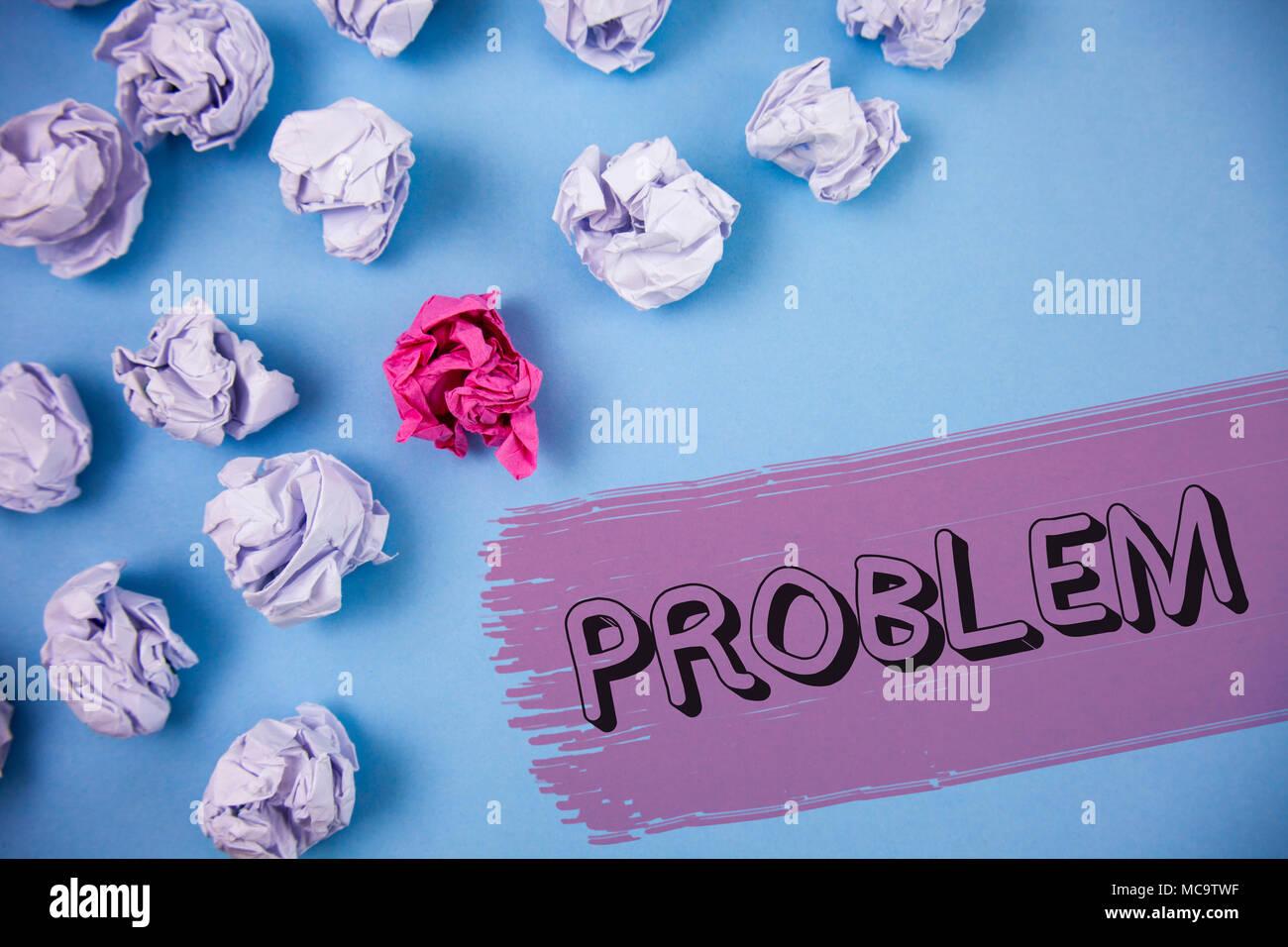 Escritura de texto de Word problema. Concepto de negocio para el problema que necesita resolverse situación difícil complicación escrito el fondo pintado de deformación Imagen De Stock