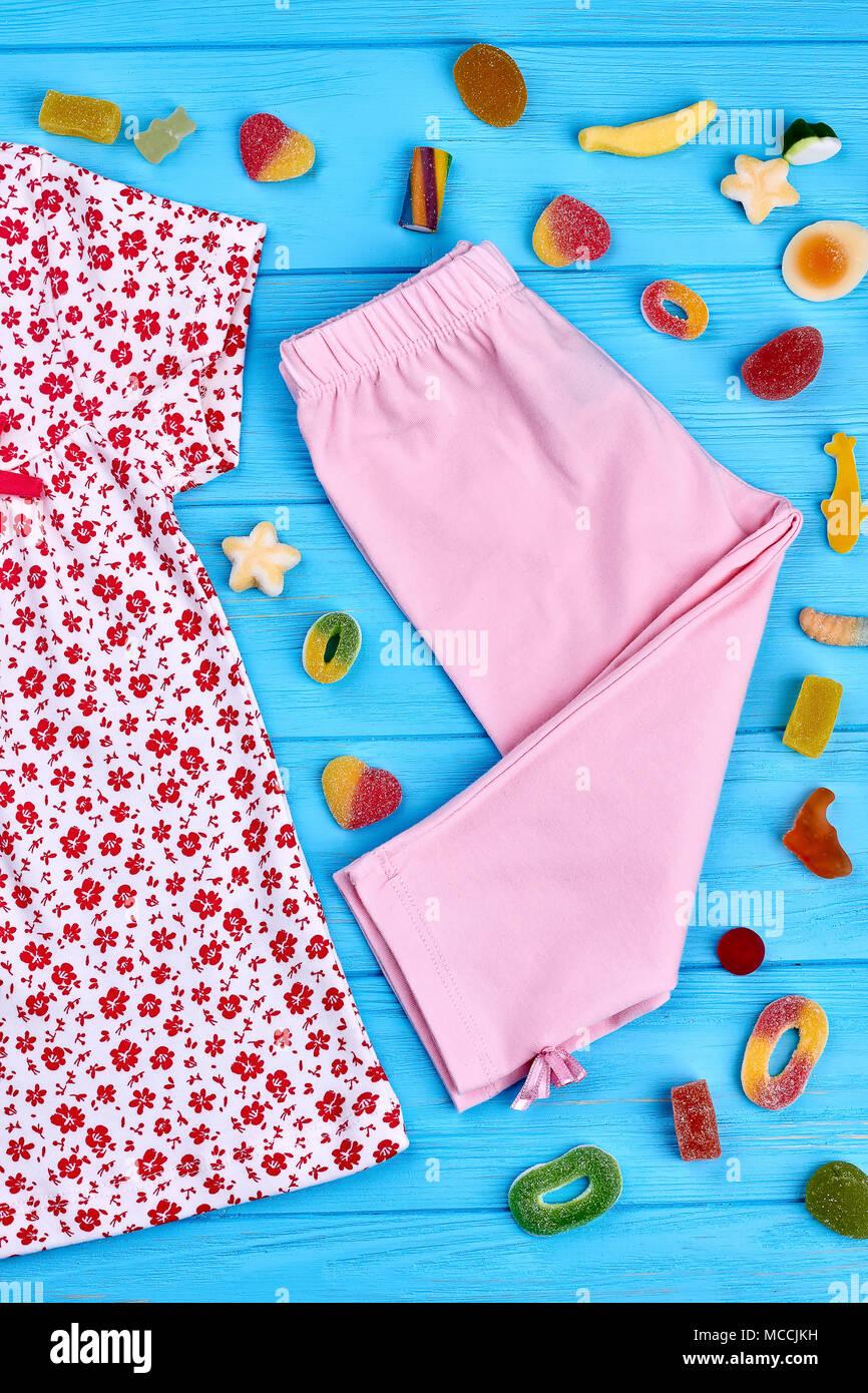 2e1c65e8c Pink Capri Pants Imágenes De Stock   Pink Capri Pants Fotos De Stock ...