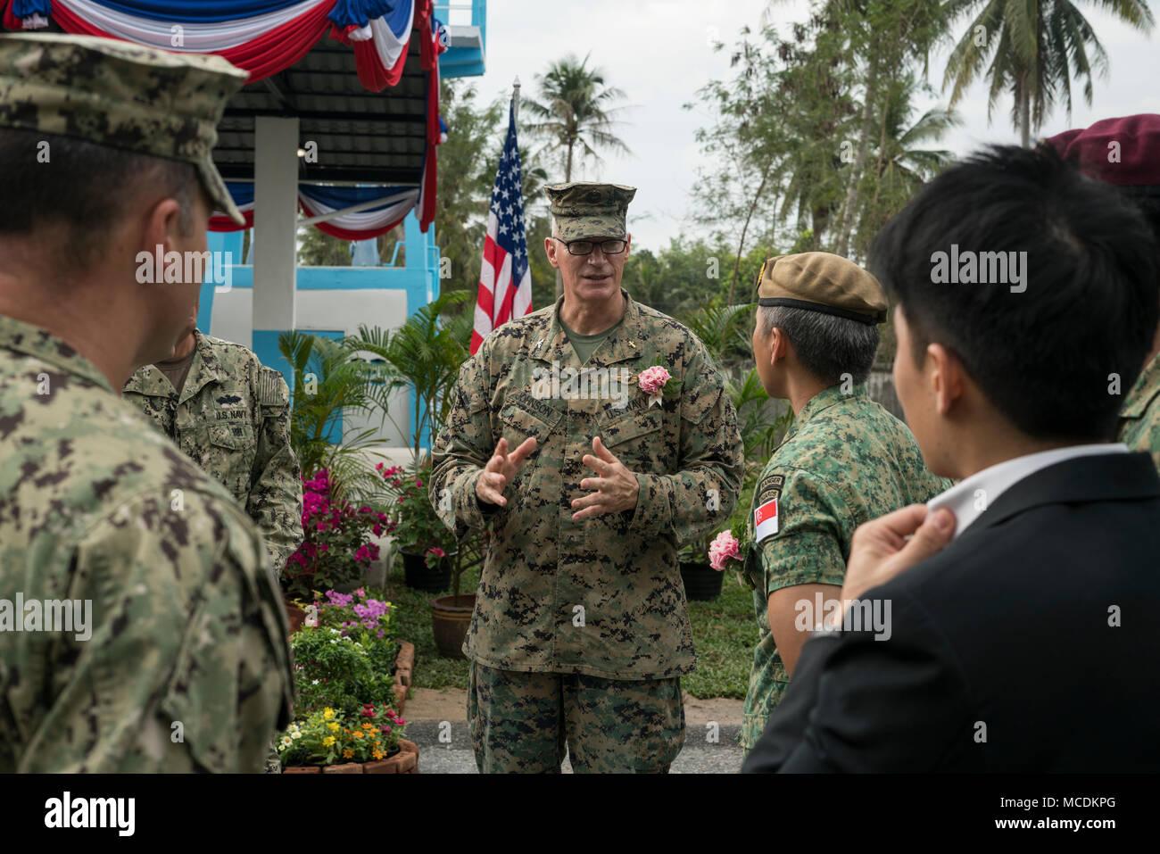 Famoso Infantería Del Ejército A La Policía Reanudar Foto ...