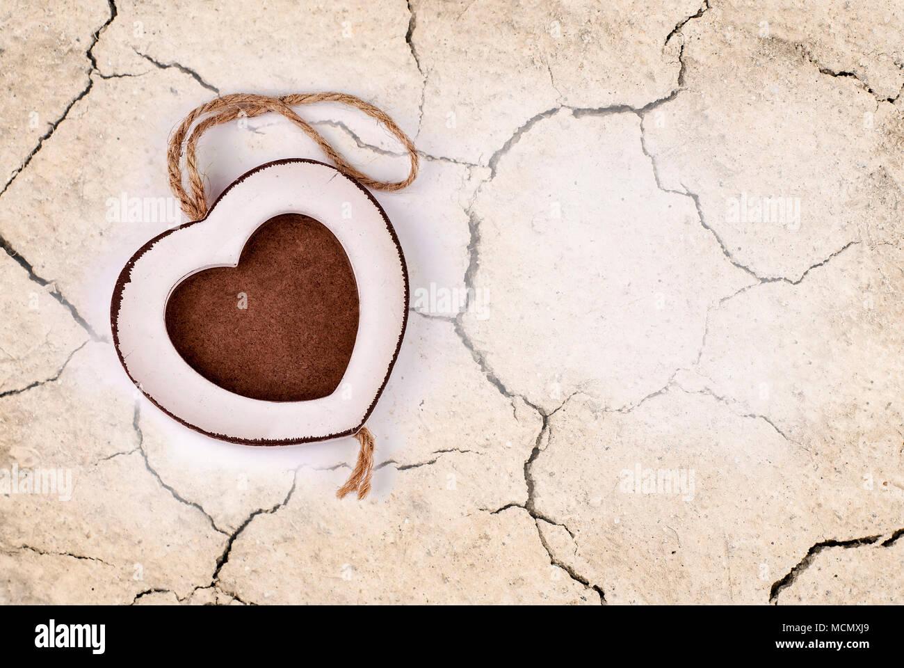 Cracked Heart Imágenes De Stock & Cracked Heart Fotos De Stock - Alamy