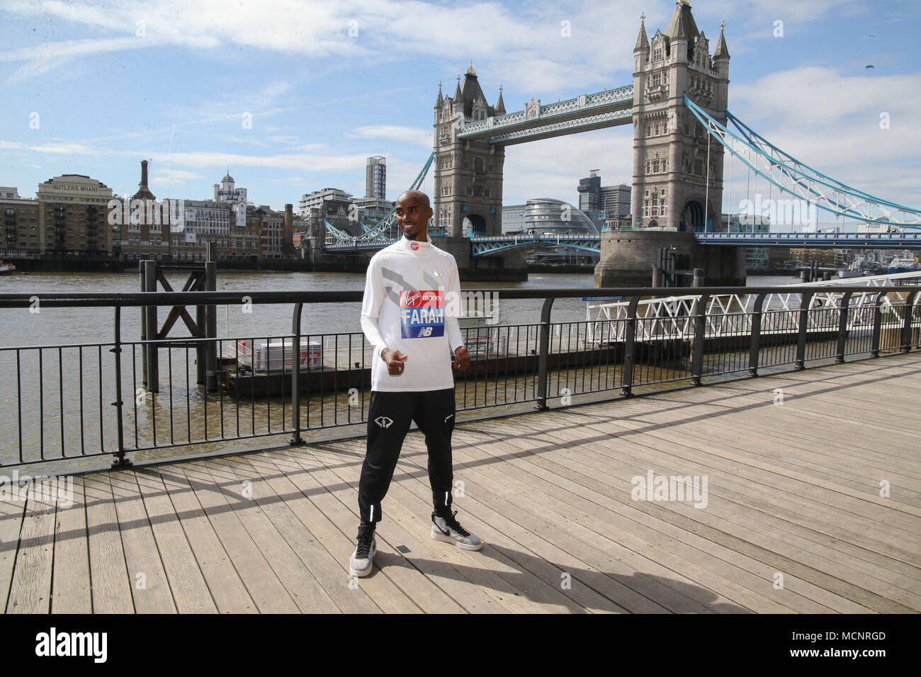 Londres, Reino Unido el 17 de abril de 2018 Foto llamada con Sir Mo Farah por delante de su participación en este año, Virgin Money Maratón de Londres ,seguida por una conferencia de prensa en el Race Week Media Center ,El Hotel Tower@Pablo Quezada-Neiman/Alamy Live News Imagen De Stock