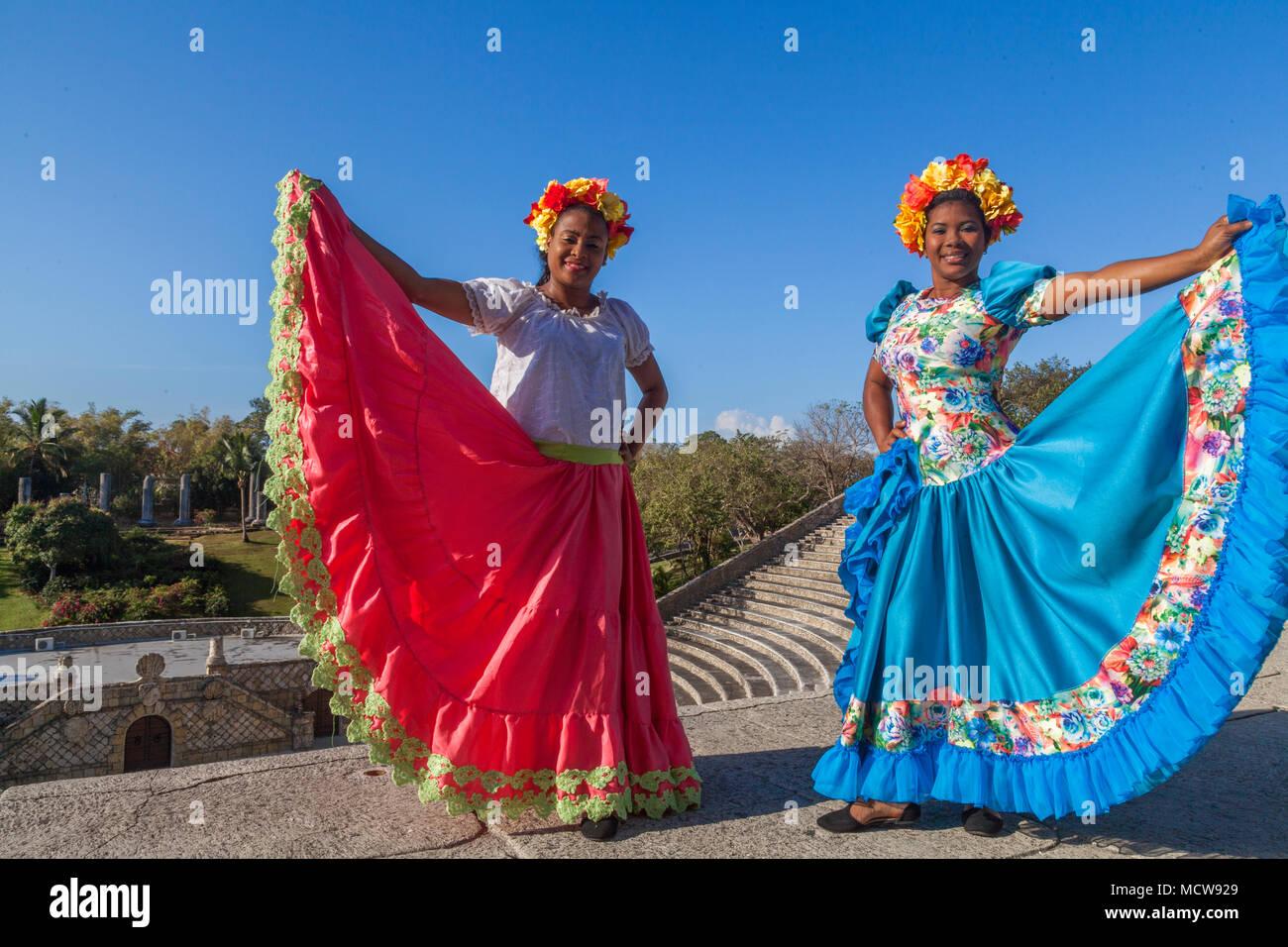 Mujer Dominicana Local Vestida Con Traje Tradicional Caribeña En La