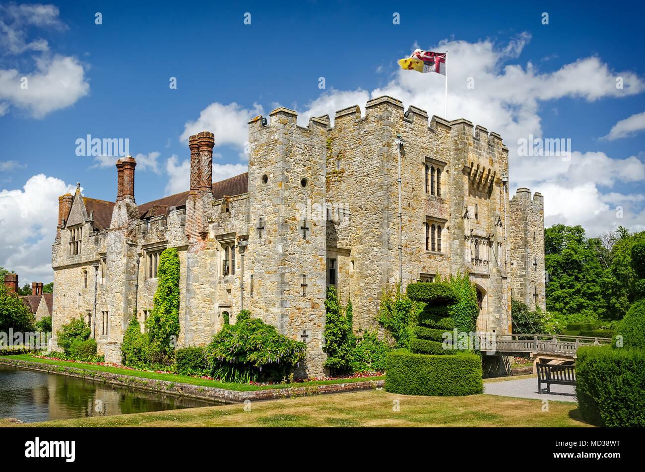 El castillo de Hever, Reino Unido - 18 de junio, 2015: Vista panorámica del castillo de Hever y hermoso jardín y una vez el hogar de infancia de Ana Bolena. Imagen De Stock