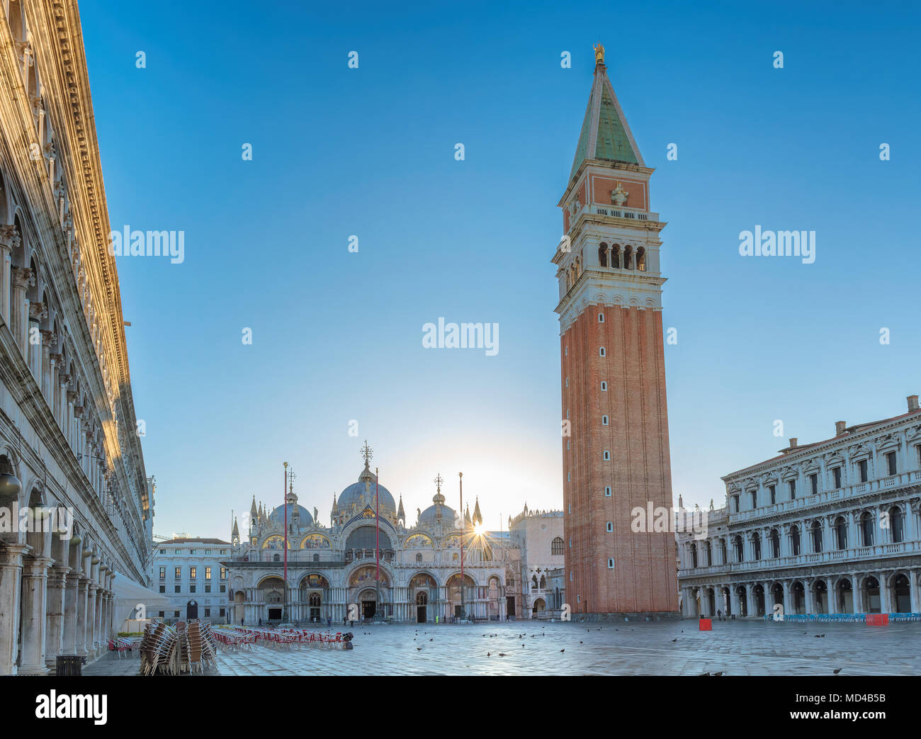 La plaza de San Marcos en Sunrise, Venecia Italia. Imagen De Stock