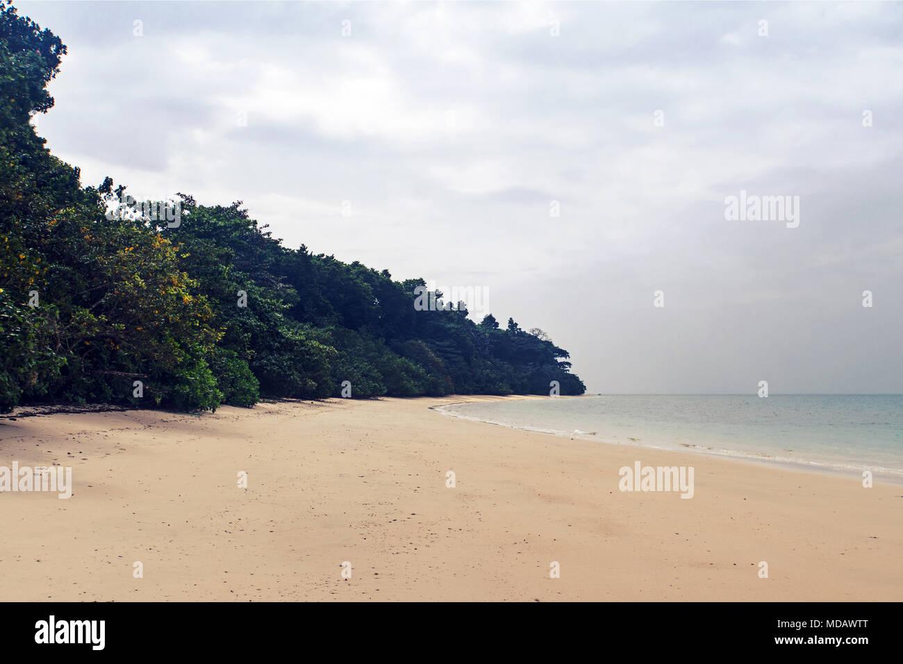 Havelock Island es un pintoresco paraíso natural con hermosas playas de arena. Es una de las islas pobladas en el Andaman Grupos. Foto de stock