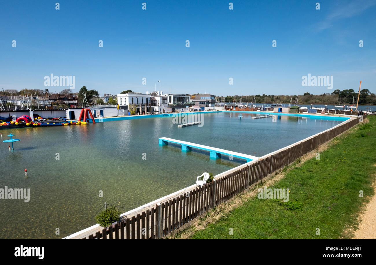 Baños de agua de mar en Lymington Lymington, Hampshire, Reino Unido Imagen De Stock