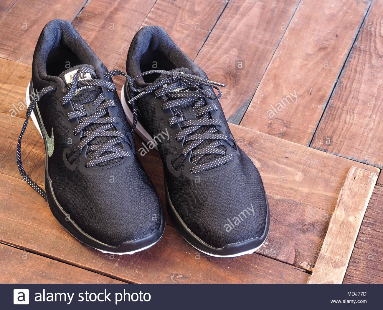 Nike Black Shoes Imágenes De Stock   Nike Black Shoes Fotos De Stock ... 0164f6e03b944