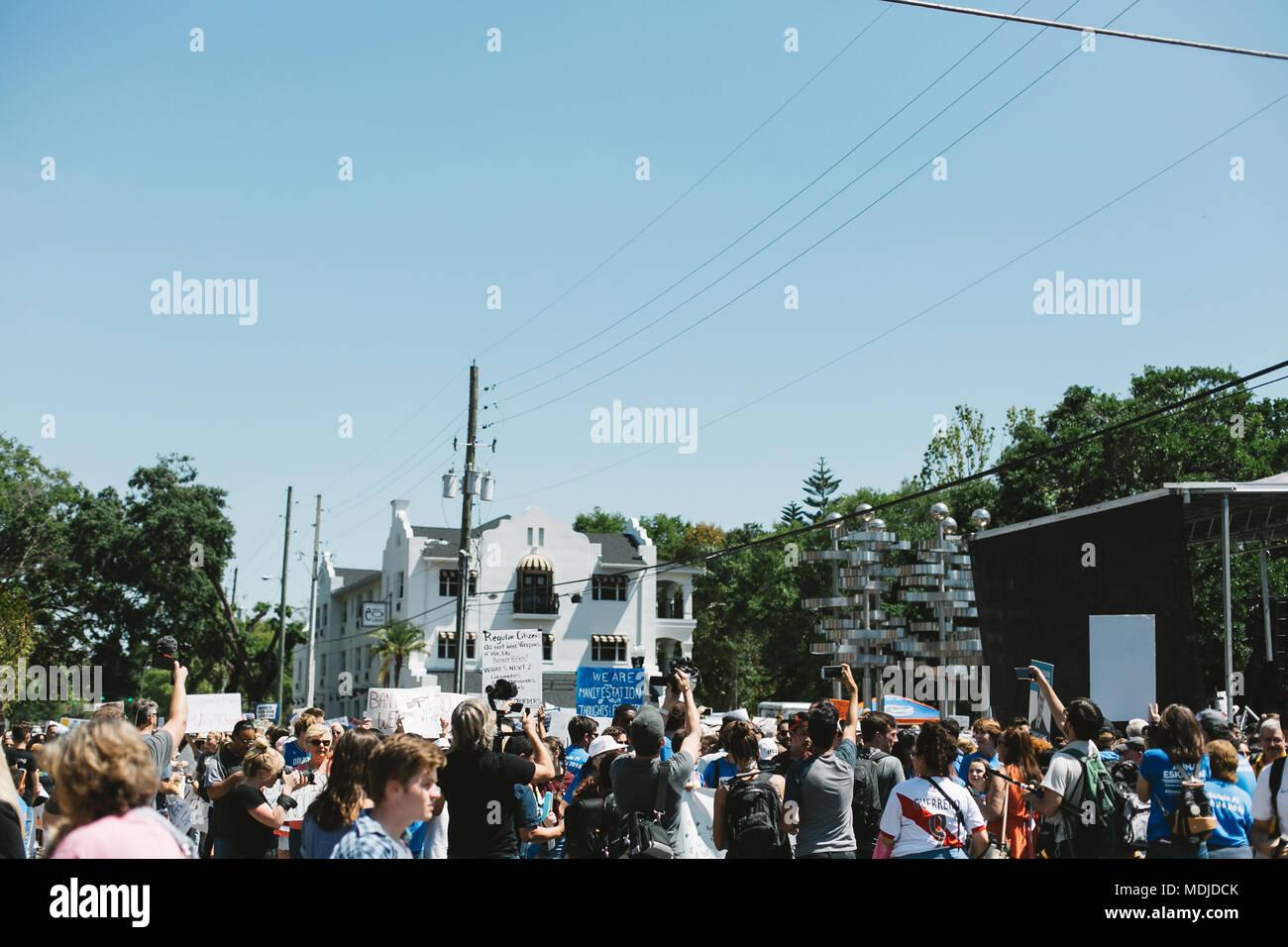 Marcha Por Nuestras Vidas celebración nacional en el centro de Orlando, Florida (2018). Imagen De Stock