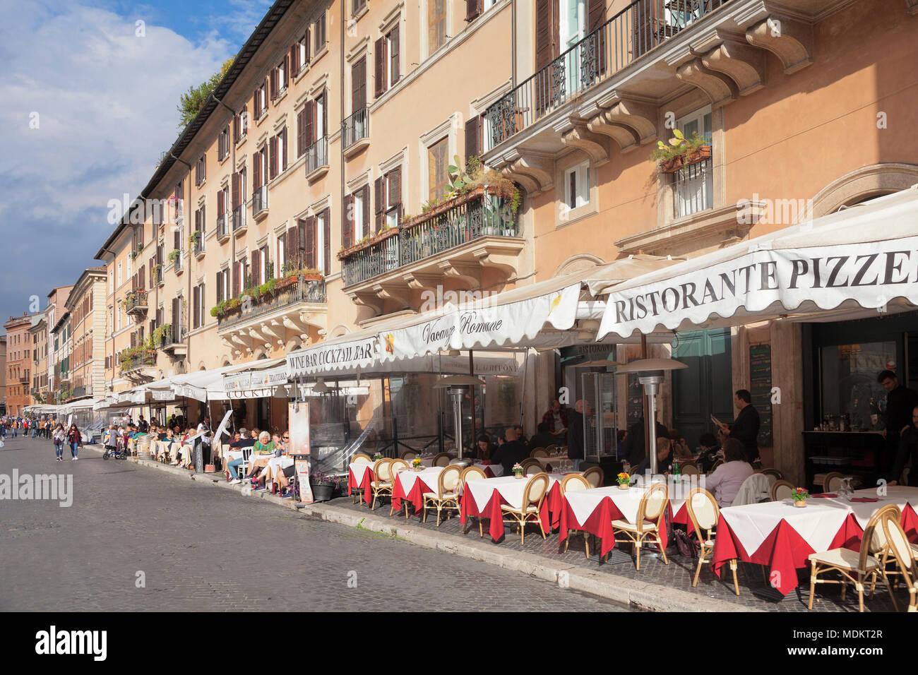Restaurantes y cafés en la plaza, Piazza Navona, Roma, Lazio, Italia Imagen De Stock
