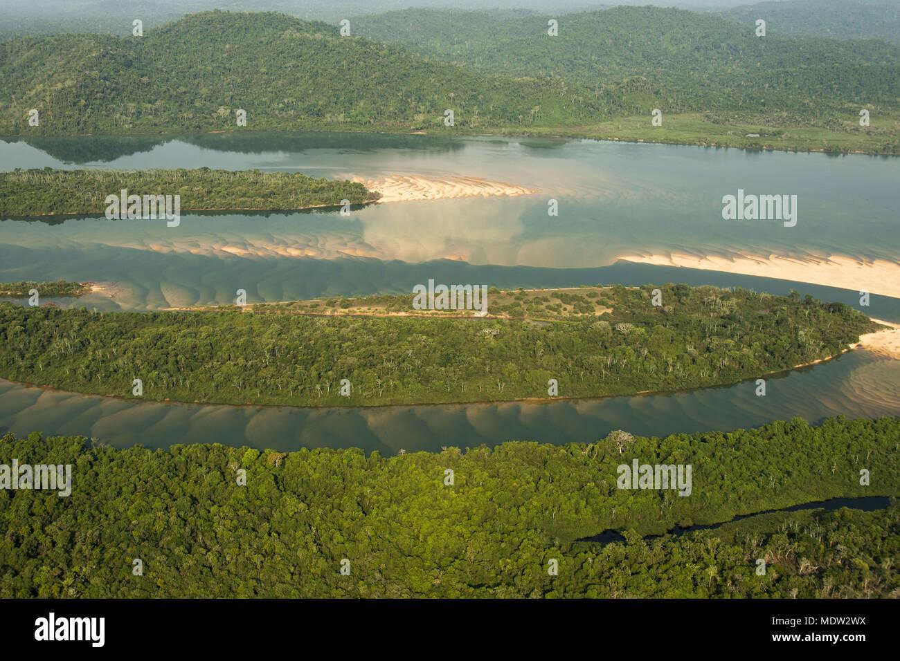 Vista aérea del río Xingu en el período de reflujo Imagen De Stock