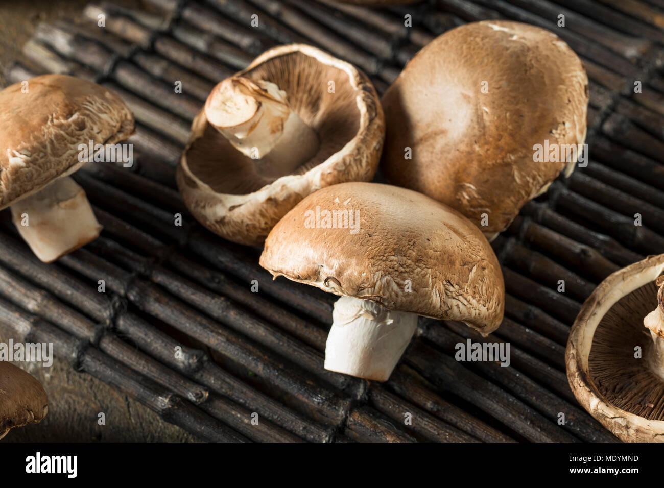 Hongos Portobello Orgánicos Crudos Listos Para Cocinar