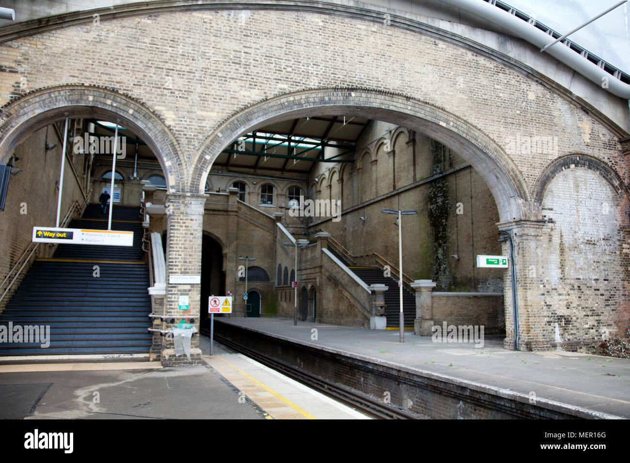 la-estacion-de-tren-crystal-palace-de-londres-gran-bretana-mer16g.jpg