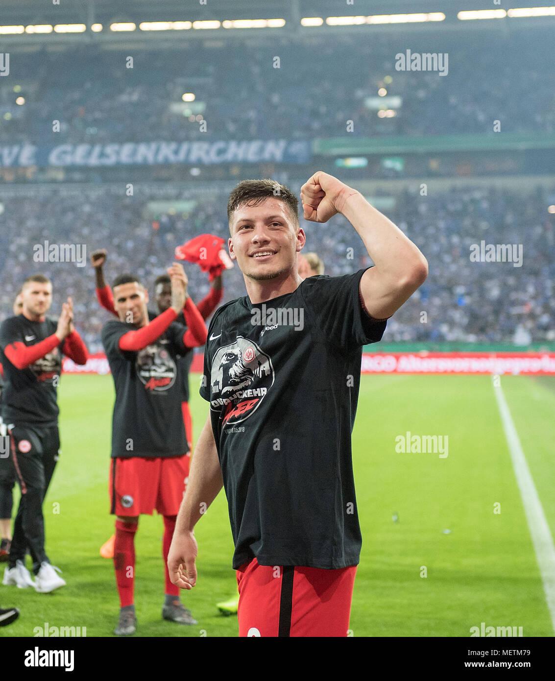 El júbilo final Luka JOVIC (F) con el ganador camiseta fútbol DFB ... e04d6bb632eca