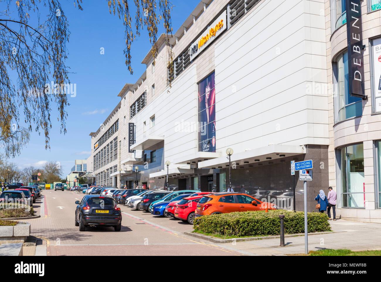 En Milton Keynes, Inglaterra aparcamiento fuera almacenes Debenhams Intu centro comercial central milton keynes buckinghamshire Inglaterra gb uk europa Imagen De Stock