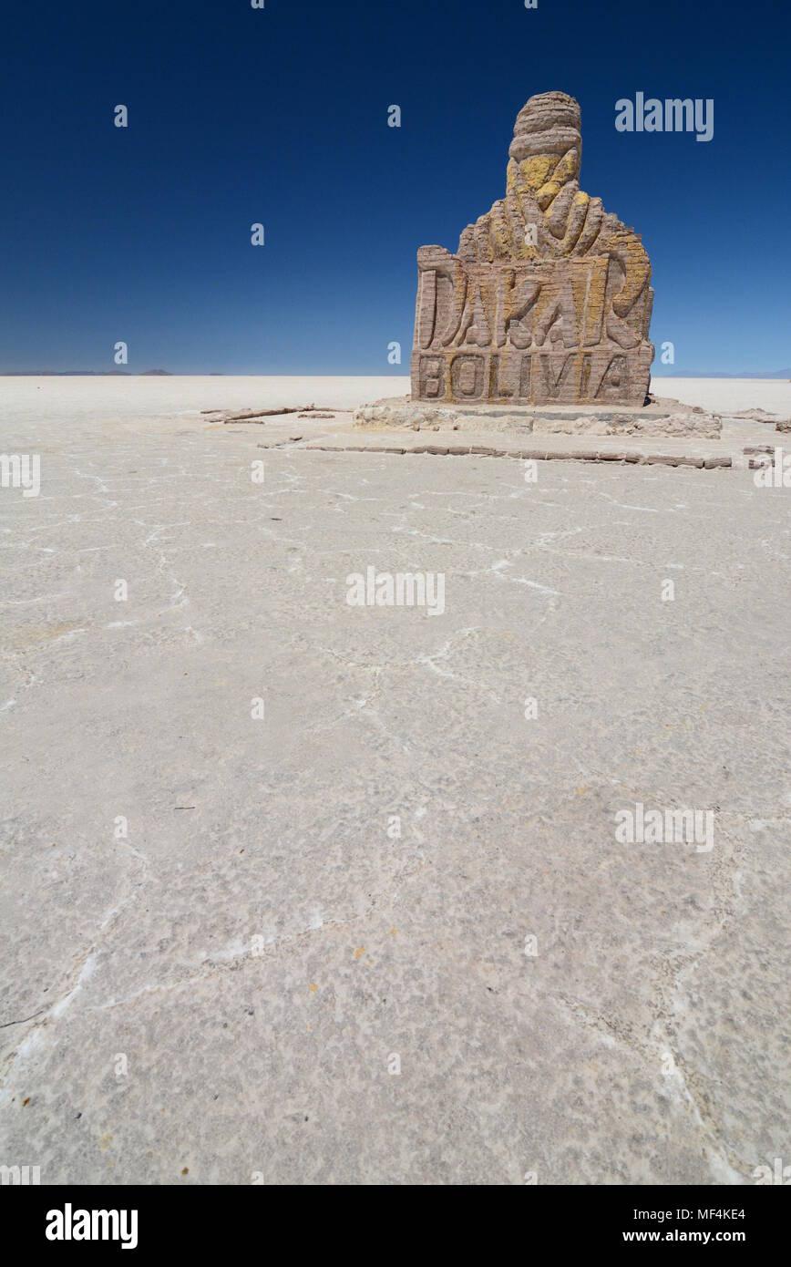 Monumento al Rally Dakar. El Salar de Uyuni. Bolivia Imagen De Stock