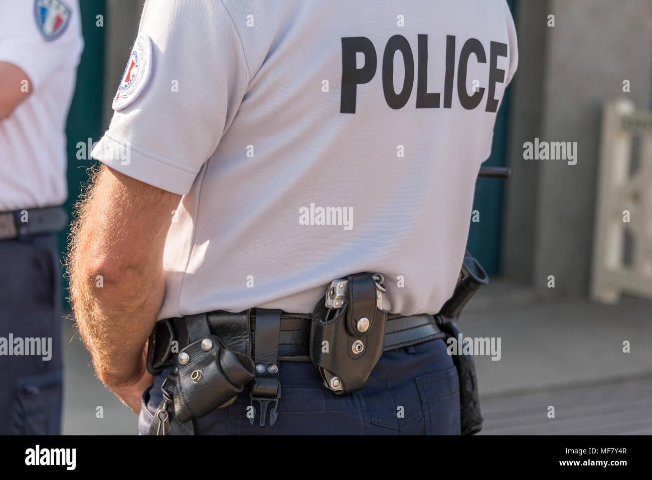 La policía francesa de cerca, la seguridad y el concepto de estado de emergencia Imagen De Stock