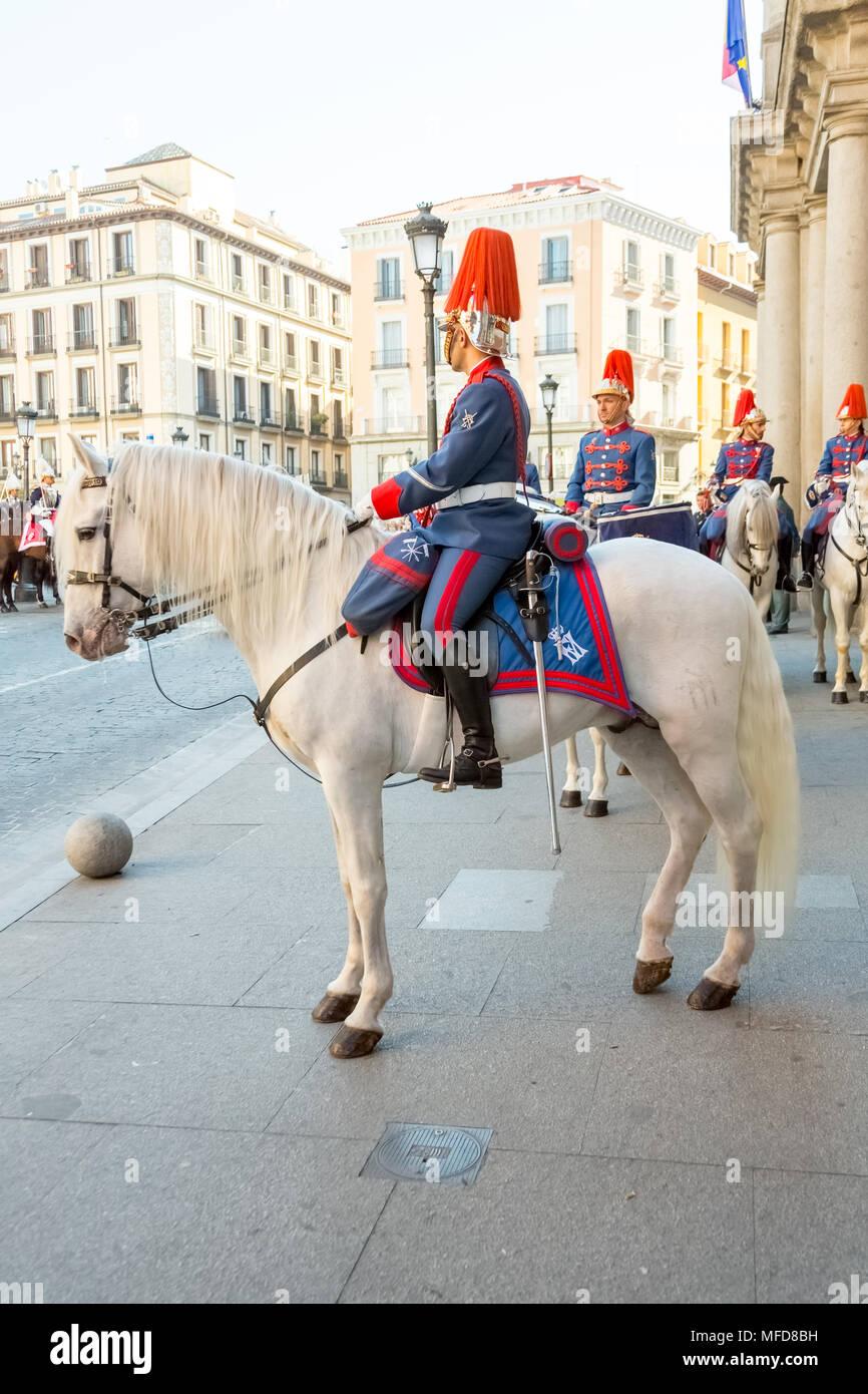 Madrid, España - 11 de marzo de 2015 caballos: ceremonial militar y prepárate para un desfile en la Plaza de la Provincia de Madrid. Imagen De Stock