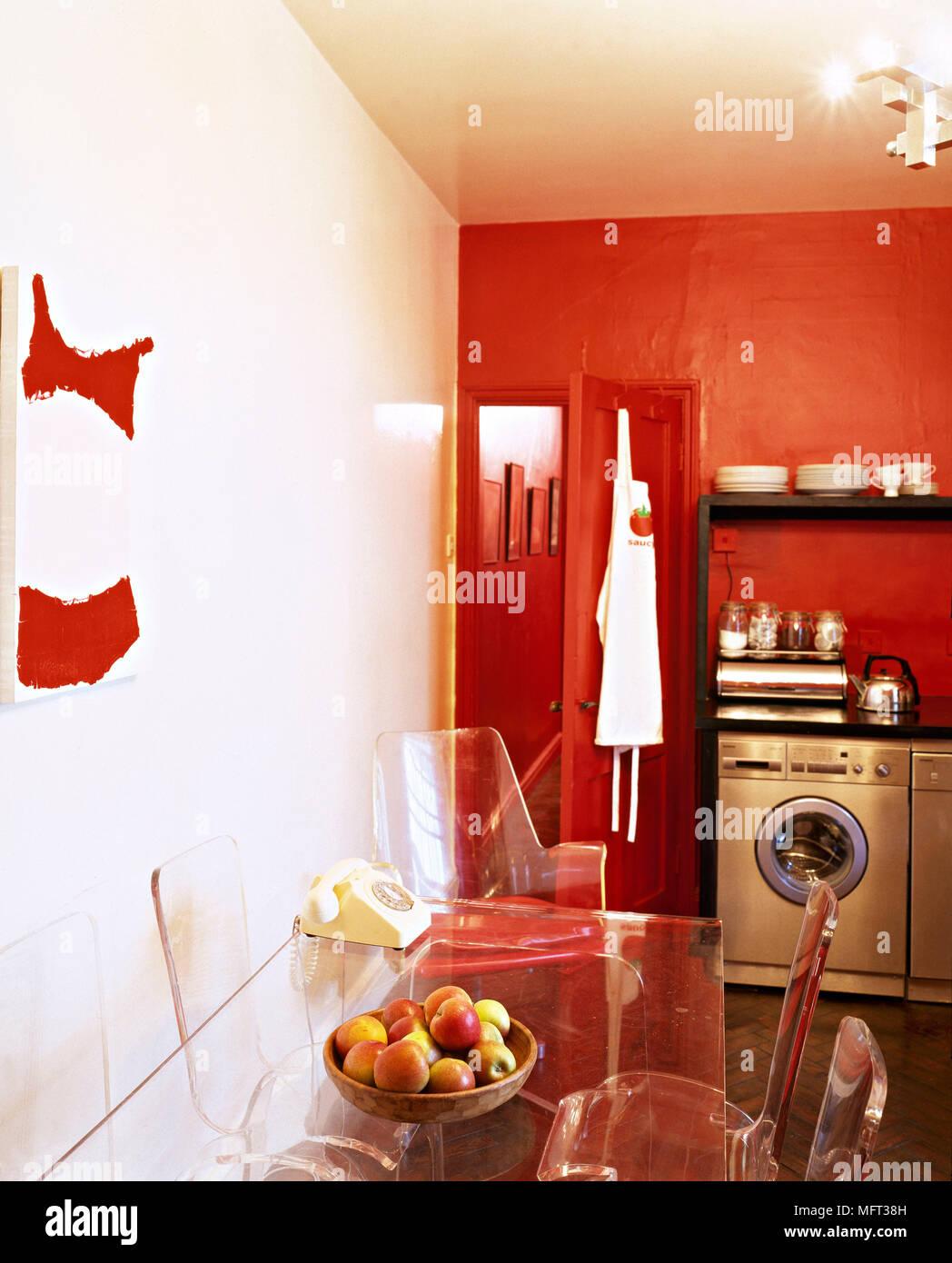 Moderna cocina roja comedor detalle de perspex transparente ...